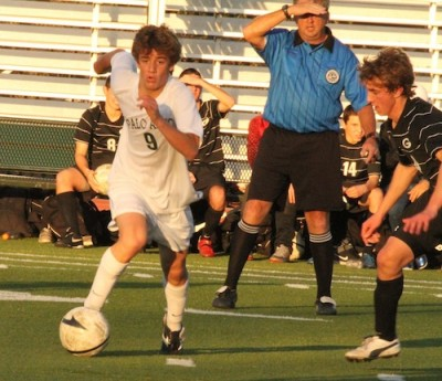 Boys' soccer loses to Gunn 2-0