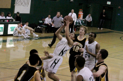 Paly boys&#8217; basketball beats Mountain View 51-48