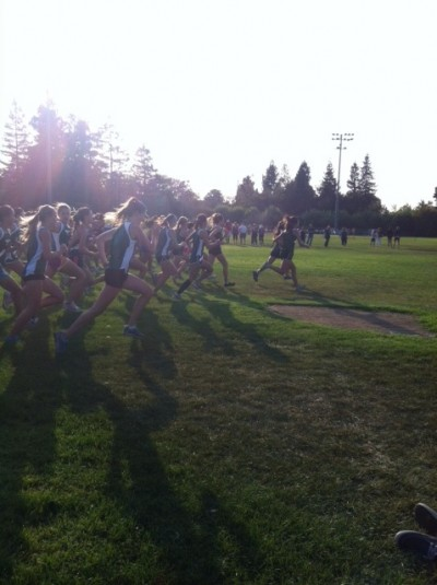 Girls&#8217; cross-country places third at santa clara meet