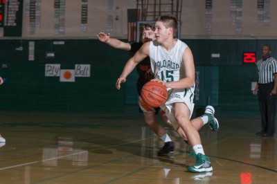 Boys' hoops grab 20th straight in decisive victory over Gatos