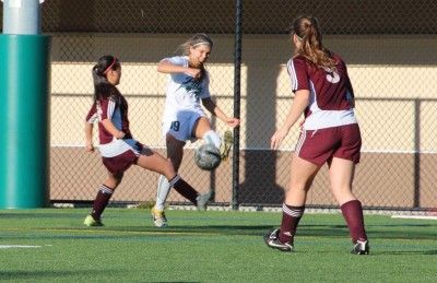 Girls' soccer shuts down Cupertino, advances to CCS