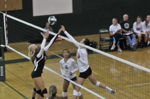 Paly Volleyball conquers Los Gatos in their first league game