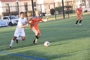Boys' soccer loses 2-0 against Los Gatos